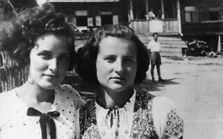 מינקה ליבסקינד וגוסטה דוידסון במחנה הקיץ עקיבא, 1938 (צילום: ארכיון לוחמי הגטאות)