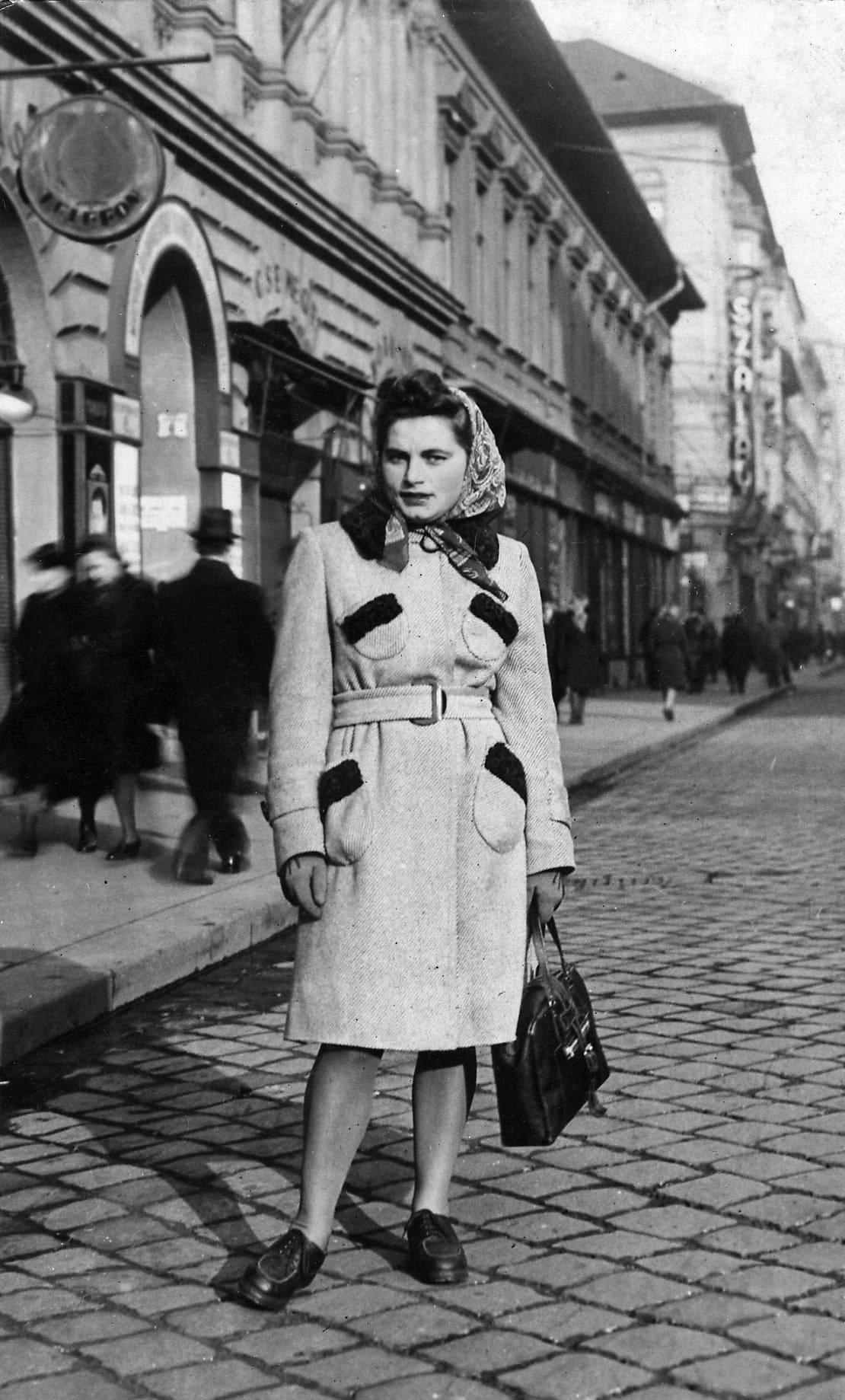 רניה קוקילקה בבודפשט, 1944 (צילום: באדיבות מרב ולדמן)