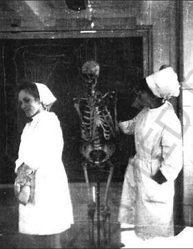 אלה שפירו (משמאל) בשנתה הראשונה בבית הספר לרפואה בקייב, 1971 (צילום: באדיבות אלה שפירו)
