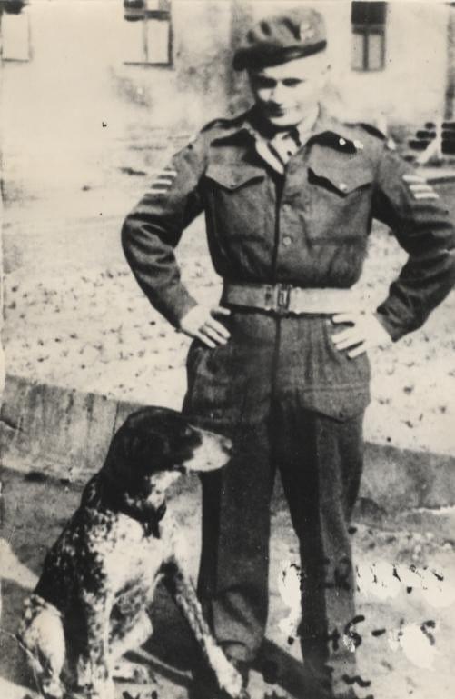 חיים הירשמן במדי הצבא הבריטי (צילום: באדיבות ג'ון קאר)