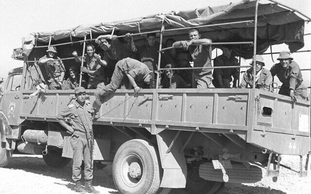 """משאית ספארי ב-1985 (צולם באזור צור, ללא קשר לאסון הספארי) (צילום: מיקי צרפתי/דובר צה""""ל)"""