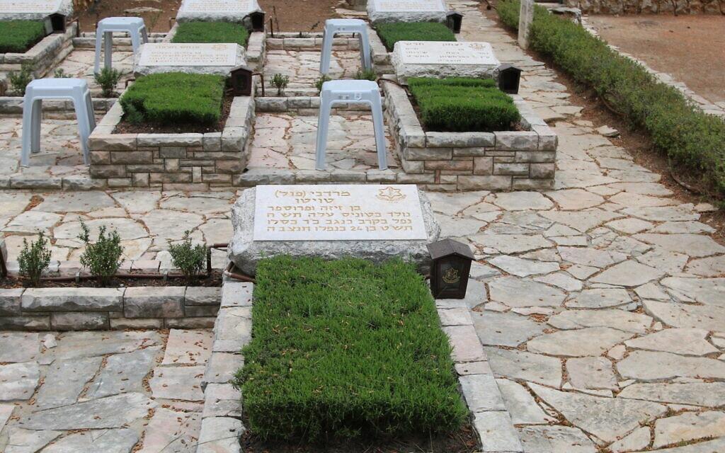קברו של מרדכי (פול) טויטו בהר הרצל (צילום: שמואל בר-עם)