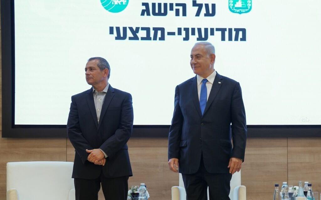 ראש הממשלה בנימין נתניהו וראש שירות הביטחון הכללי נדב ארגמן, 11 באפריל 2021