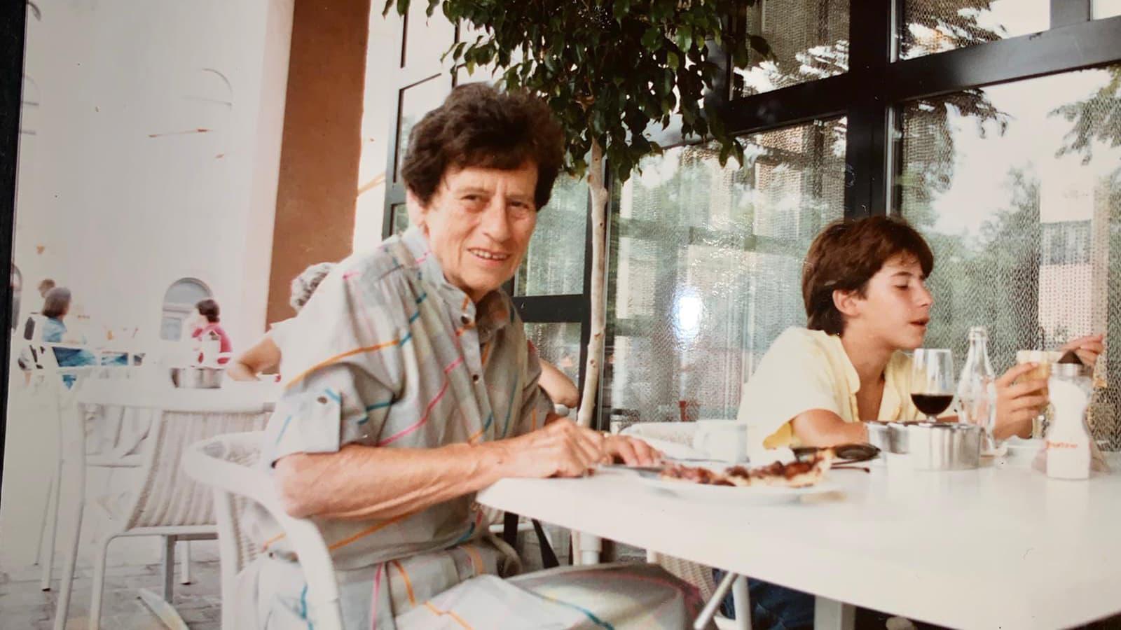 אבנר הופשטיין הילד וסבתא שלו