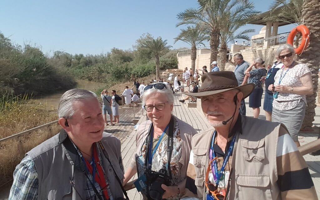 מורה הדרך חנן נול עם צליינים בירדן (צילום: באדיבות המצולם)