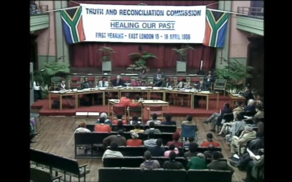 ועדת הפיוס בראשות דזמונד טוטו בדרום אפריקה, צילום מסך מוידאו של: Justice Reconciliation