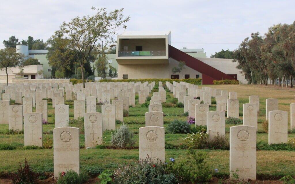 """המרכז להנצחת חיילי אנז""""ק בבאר שבע (צילום: שמואל בר-עם)"""