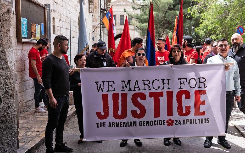 צעדה של הארמנים בירושלים ביום הזיכרון לרצח העם הארמני (צילום: יואב לף)