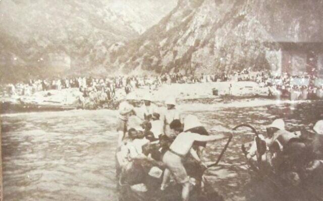 חיל הים הצרפתי מחלץ כ-4,200 ארמנים ממוסא דאג ב-1915 (צילום: רשות הציבור)
