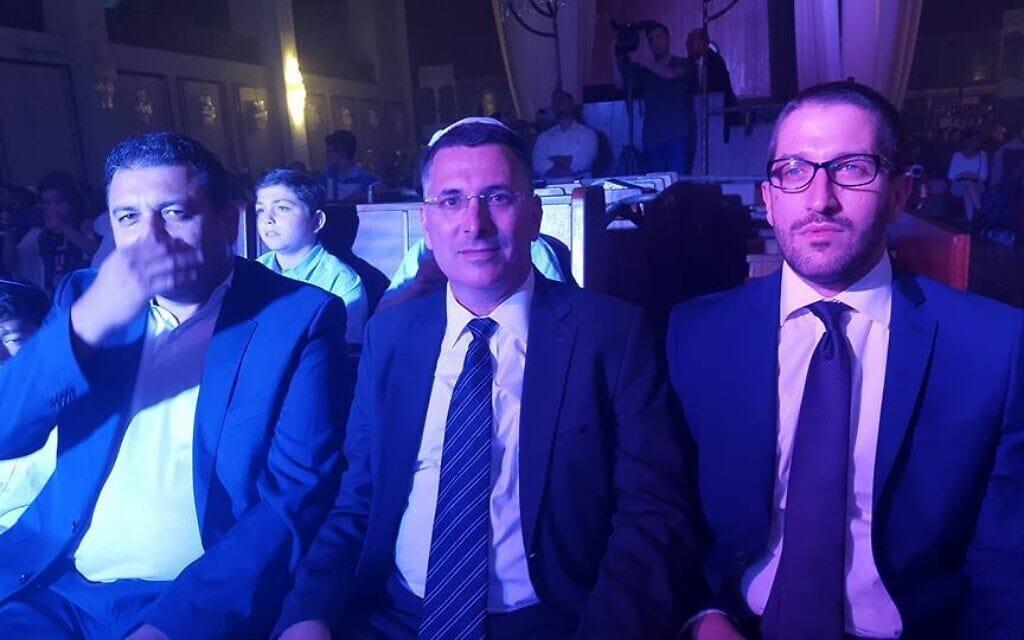 פיני פטר, משמאל, לצד גדעון סער, בארוע לציון 90 שנה לבית הכנסת הגדול בתל אביב, אוגוסט 2015 (צילום: Shalom Lavi)