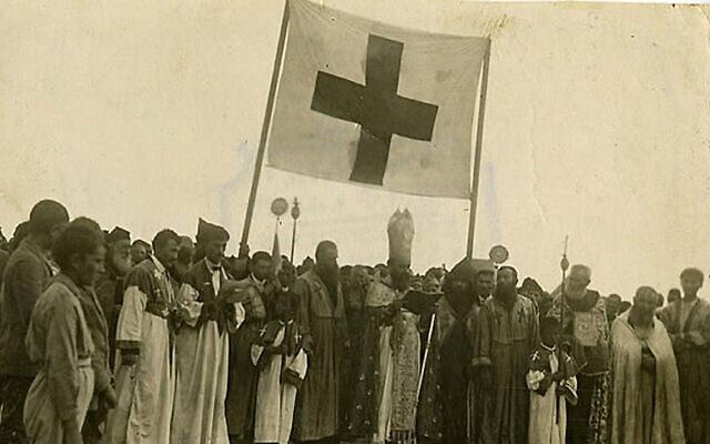 ארמנים על פסגת מוסא דאג פונים לעולם בבקשת עזרה, 1915 (צילום: רשות הציבור)