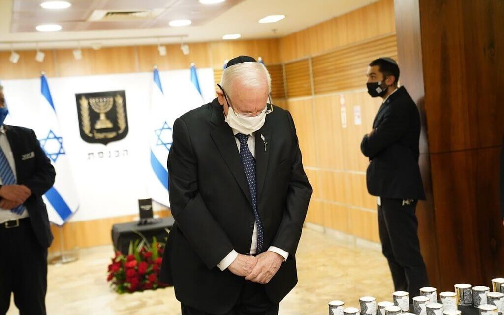 נשיא המדינה ראובן ריבלין מדליק נר בכנסת (צילום: דני שם טוב, דוברות הכנסת)