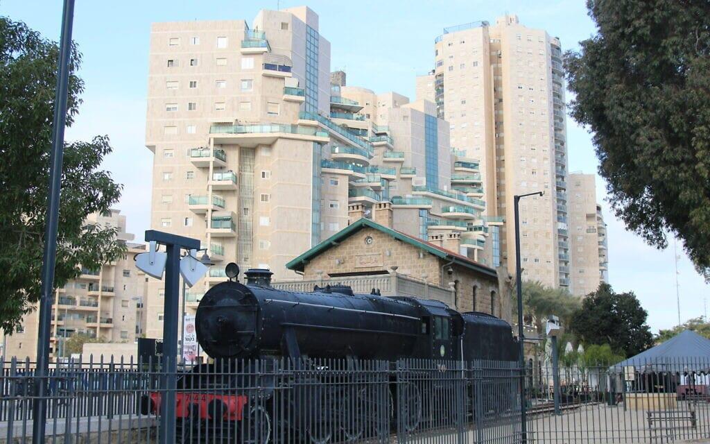 תחנת הרכבת הטורקית העתיקה נמצאת עכשיו במרכז העיר העתיקה של באר שבע (צילום: שמואל בר-עם)