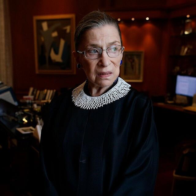 רות ביידר גינזבורג בלשכתה בבית המשפט העליון בארצות הברית, יולי 2013 (צילום: AP Photo/Charles Dharapak)