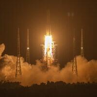 הטיל הרוסי – סיני ששוגר לחלל ב-24.11.2021 (צילום: AP Photo/Mark Schiefelbein)