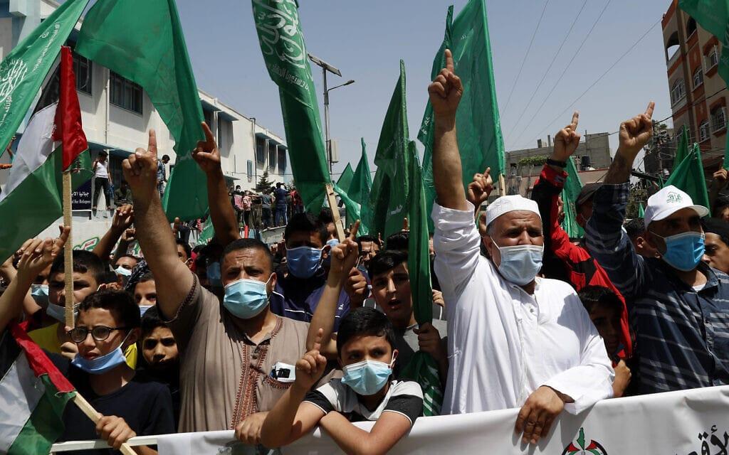 הפגנת תמיכה של חמאס בערביי מזרח ירושלים שנערכה במחנה הפליטים ג'בלייה ברצועת עזה, 30 באפריל 2021 (צילום: AP Photo/Adel Hana)