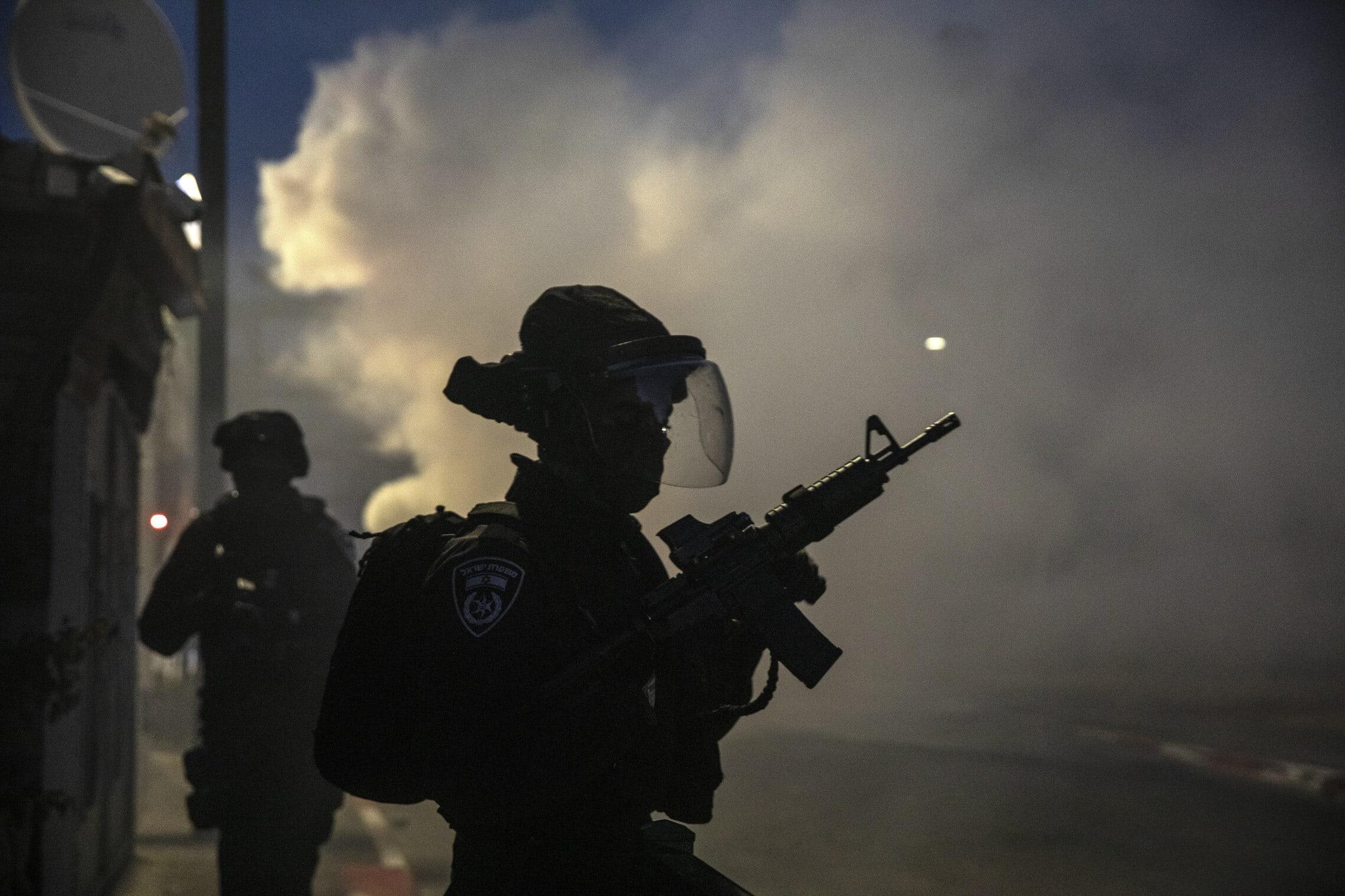 """כוחות מג""""ב בלוד, 11 במאי 2021 (צילום: AP Photo/Heidi Levine)"""