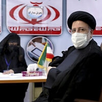 נשיא בית המשפט העליון של איראן, אבראהים ראיסי, מגיש את מועמדותו בבחירות לנשיאות איראן, 15 במאי 2021 (צילום: Ebrahim Noroozi, AP)