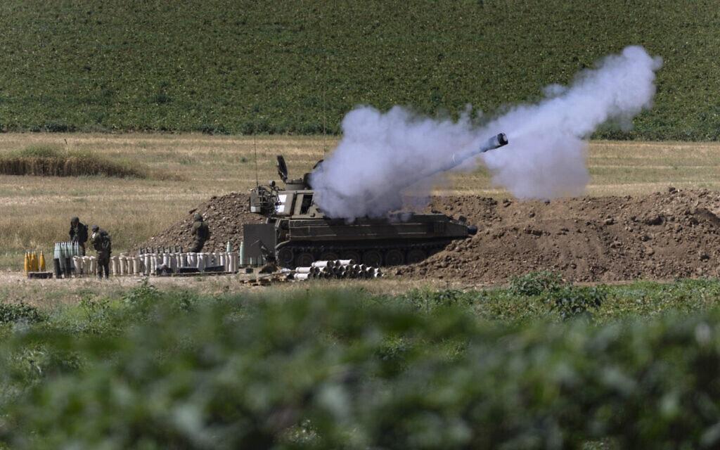"""כוח של צה""""ל בגבול רצועת עזה, 18 במאי 2021 (צילום: Tsafrir Abayov, AP)"""