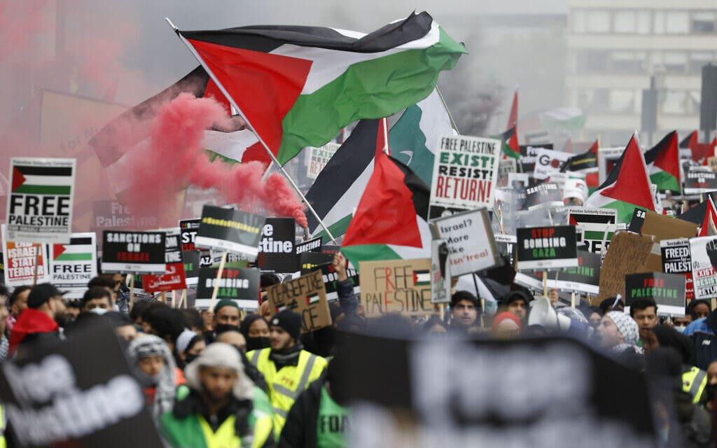 הפגנות נגד ישראל ובעד הפלסטינים בלונדון, 22 במאי 2021 (צילום: AP Photo/Alastair Grant)