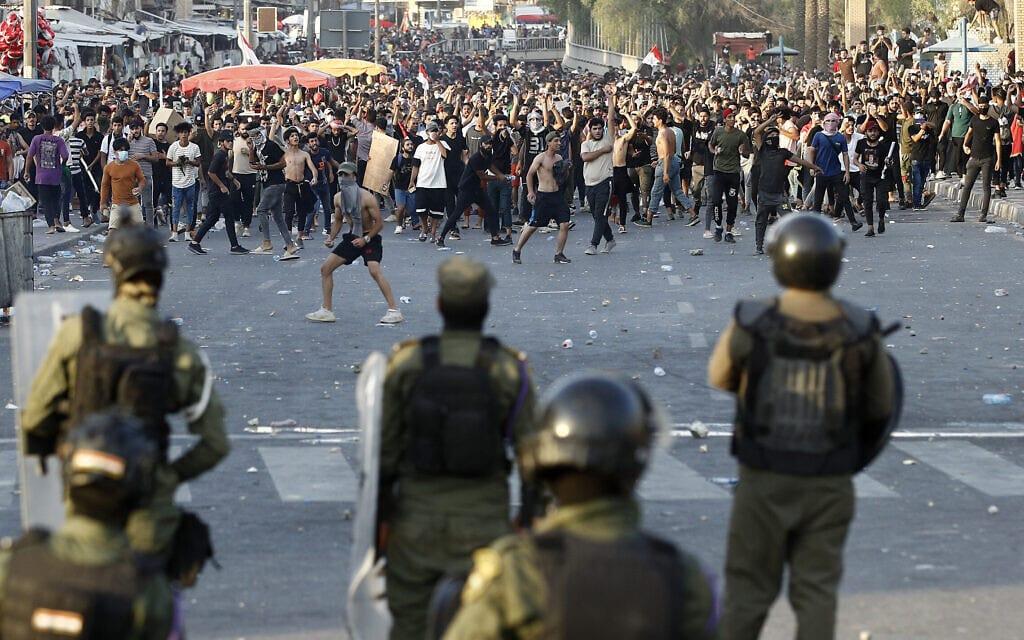 הפגנות נגד ממשלת עיראק בבגדד, 25 במאי 2021 (צילום: AP Photo/Hadi Mizban)