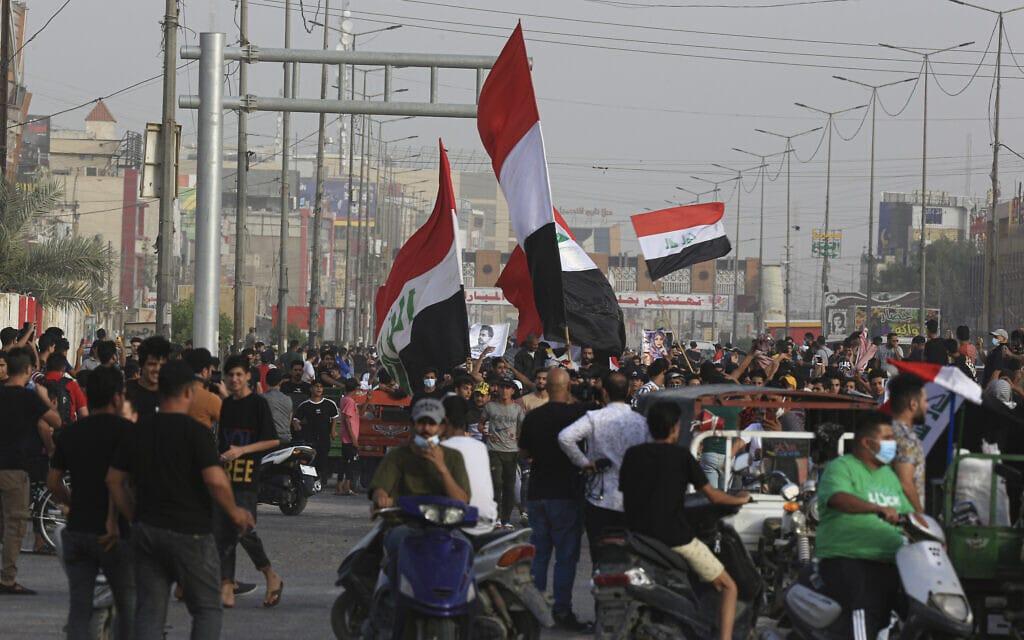 הפגנות נגד ממשלת עיראק בבצרה, 25 במאי 2021 (צילום: AP Photo/Nabil al-Jurani)