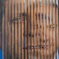 פוסטר של יצחק הרצוג ושל בנימין נתניהו על שלט חוצות במהלך הבחירות לכנסת ב-2015 (צילום: AP Photo/Oded Balilty)