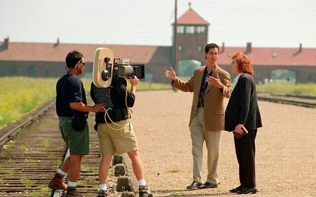 """אליס לוק כהנא ובנה מייקל בצילומי """"הימים האחרונים"""" באושוויץ בירקנאו"""