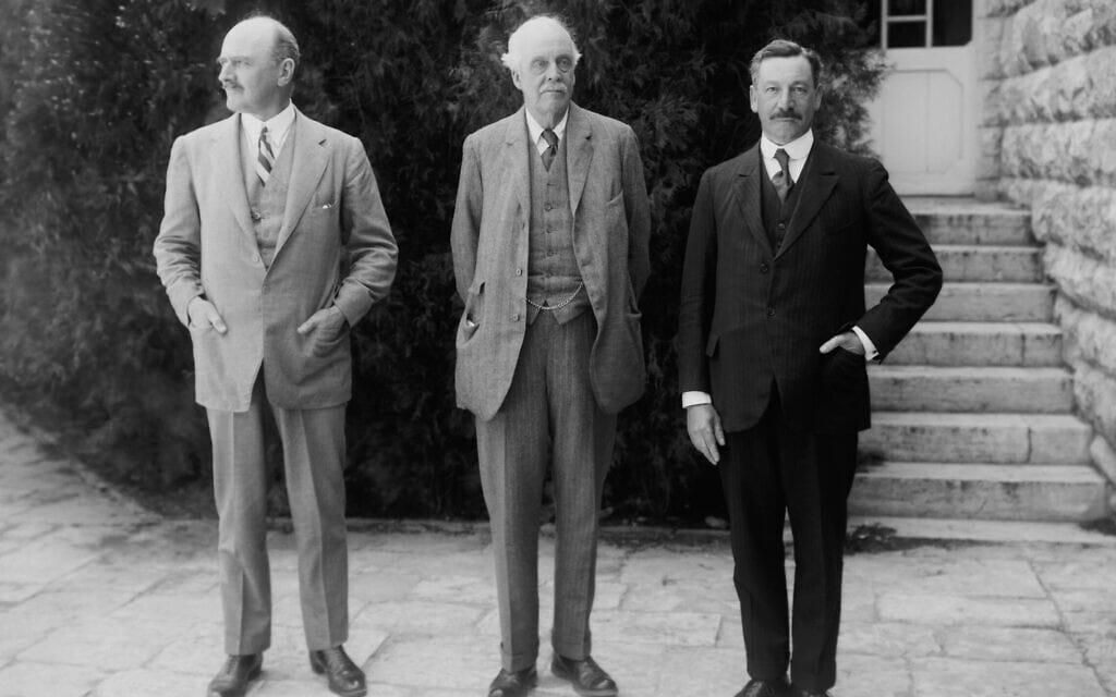הרברט סמואל, לורד בלפור ואדמונד אלנבי בירושלים, 1 באפריל 1925 (צילום: Archive Pics / Alamy)