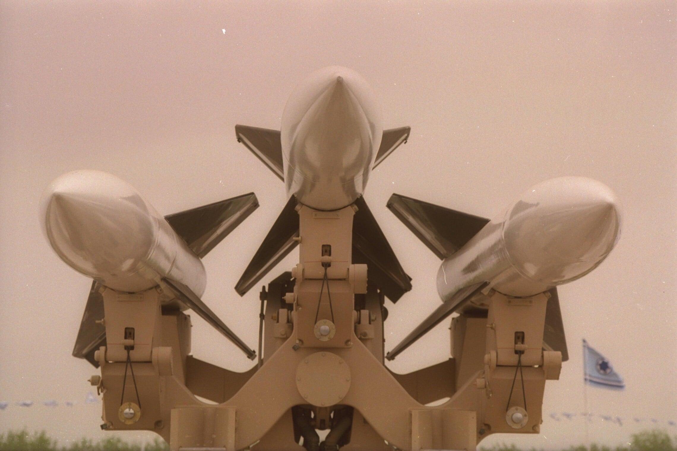 """טילי ההוק מוצגים בתערוכת חיל האוויר ביום העצמאות ה-44, 7 במאי 1992 (צילום: זיו קורן/לע""""מ)"""