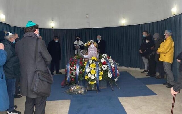 אבלים בהלוויית דויד קמחי (צילום: באדיבות פיליפ וינר)