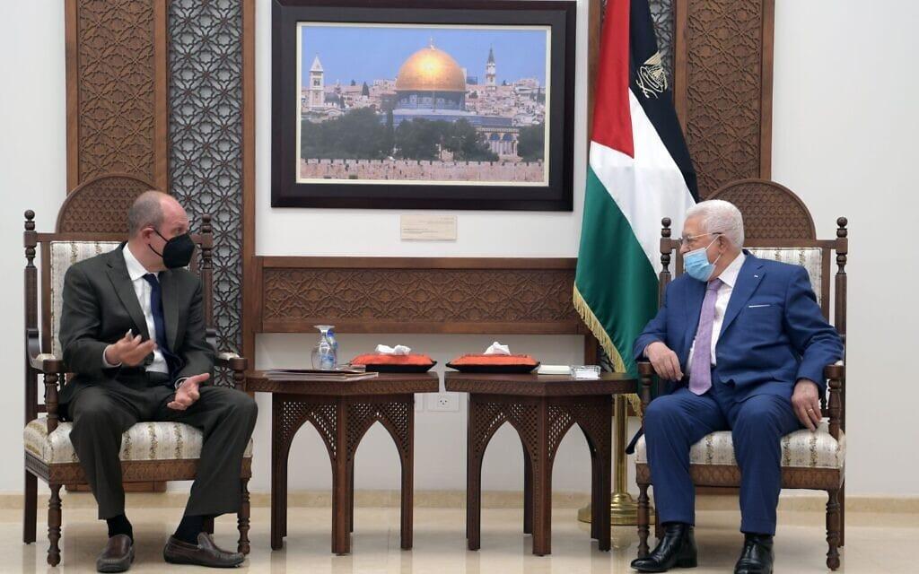 שליח ארה״ב למזה״ת הדי עמר נועד עם יו״ר הרשות הפלסטינית אבו-מאזן, 17.5.2021 (צילום: Thaer Ghanayem/WAFA)