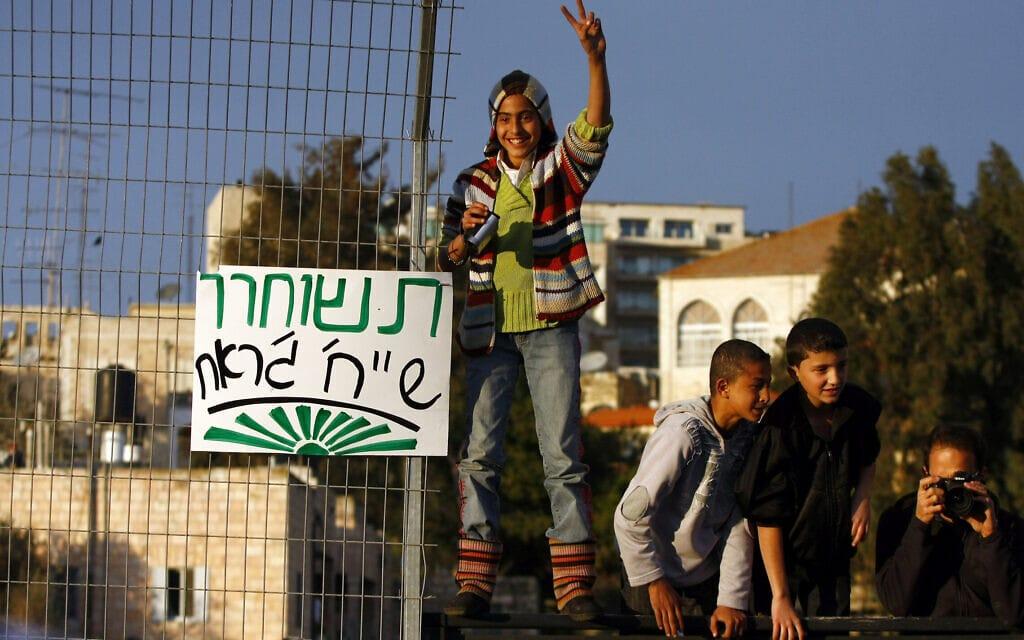 מחאה בשכונת שייח' ג'ראח במזרח ירושלים בינואר 2010 (צילום: אביר סולטן/פלאש90)