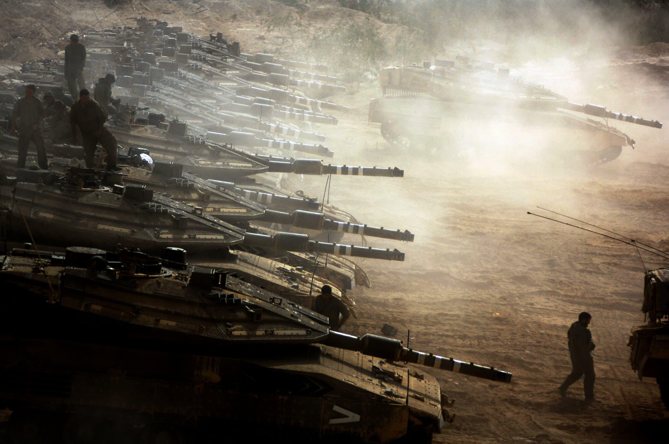 חיל השיריון בתרגיל נרחב באזור נבי מוסא, ב-2007 (צילום: אביר סולטן/פלאש90)