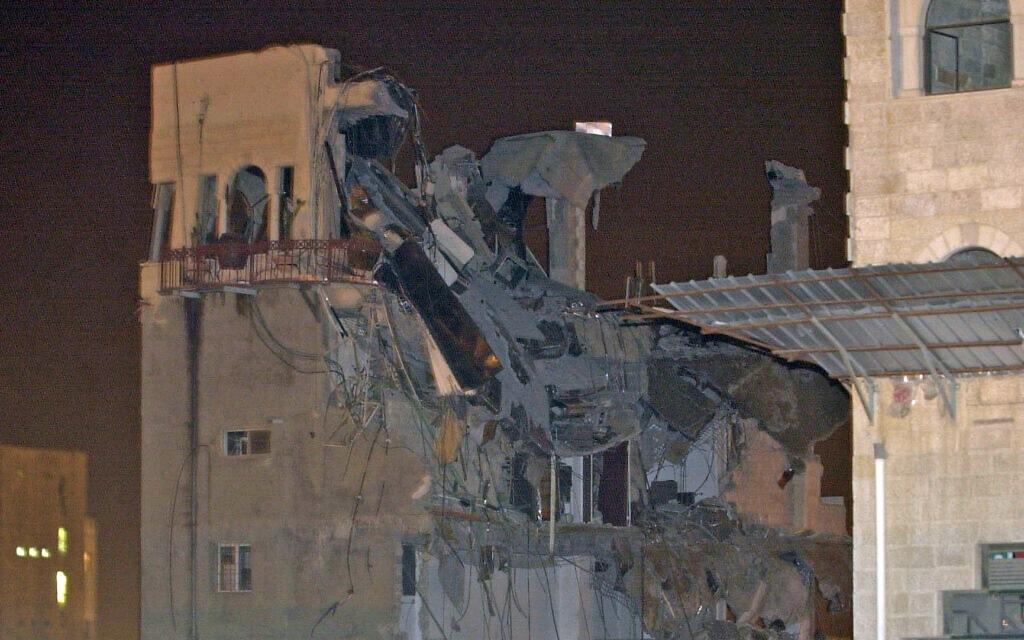 מה שנותר מאולמי ורסאי אחרי האסון הנורא שארע שם ב-25 במאי 2001 (צילום: פלאש90)