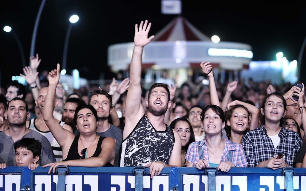 אלפים בקונצרט רוק בנמל תל אביב ב-2016. אילוסטרציה (צילום: תומר נויברג/פלאש90)