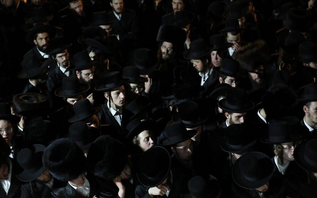 הלווייתו של מנחם קנולוביץ, שנהרג באסון שאירע בקבר רבי שמעון בר יוחאי בהר מירון, 1 במאי 2021 (צילום: יונתן זינדל, פלאש 90)