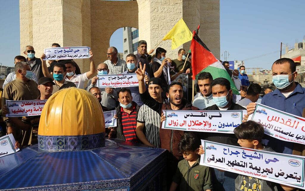 הפגנה ברפיח ברצועת עזה נגד ישראל, 2 במאי 2021 (צילום: Abed Rahim Khatib/Flash90)