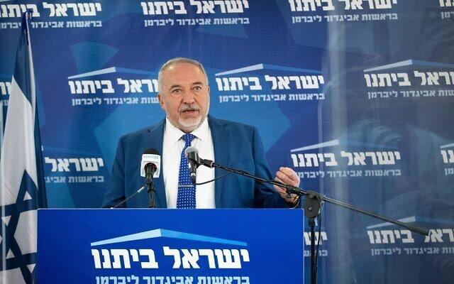יושב ראש ישראל ביתנו, אביגדור ליברמן, נושא דברים בישיבת סיעה בכנסת, 3 במאי 2021 (צילום: יונתן זינדל, פלאש 90)