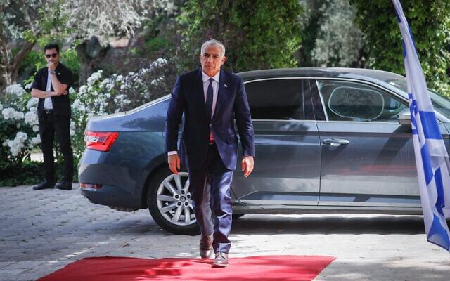 יאיר לפיד מגיע לבית הנשיא לקבל את המנדט להרכבת הממשלה, מאי 2021 (צילום: אוליבייה פיטוסי/פלאש90)