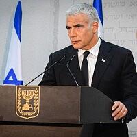יאיר לפיד במסיבת עיתונאים בתל אביב, 6 במאי 2021 (צילום: אבשלום ששוני/פלאש90)