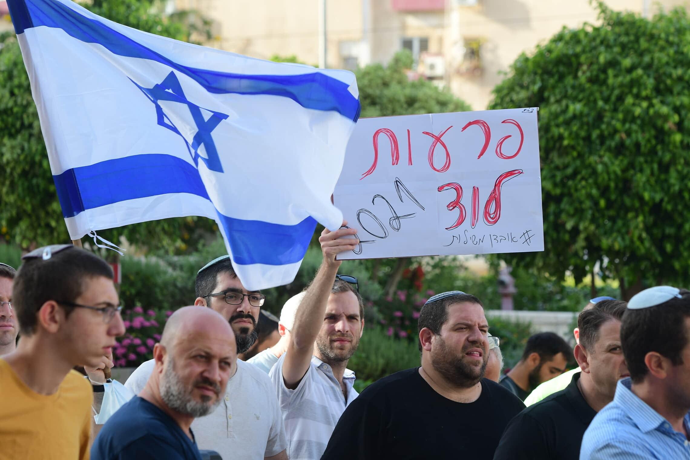 הפגנה של יהודים בלוד, 11 במאי 2021 (צילום: אבשלום ששוני/פלאש90)