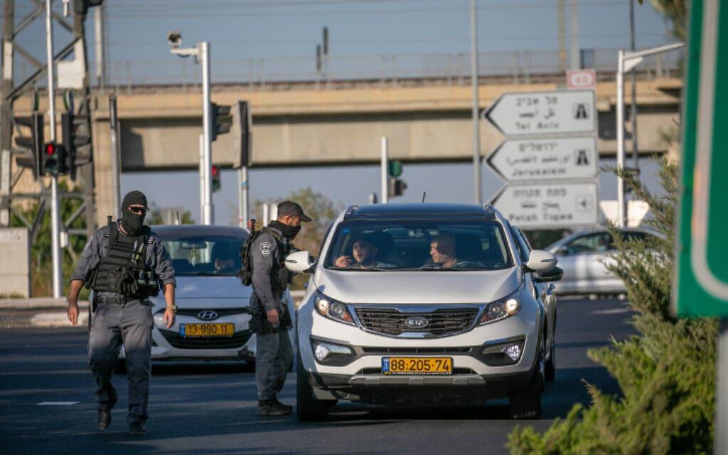 כוחות מג״ב בכניסה ללוד ביום הרביעי של מבצע שומר החומות, 14.5.2021 (צילום: Yossi Aloni/Flash90)