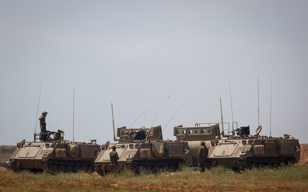 """כוח של צה""""ל בקרבת הגבול עם רצועת עזה, 14 במאי 2021 (צילום: יונתן זינדל, פלאש 90)"""