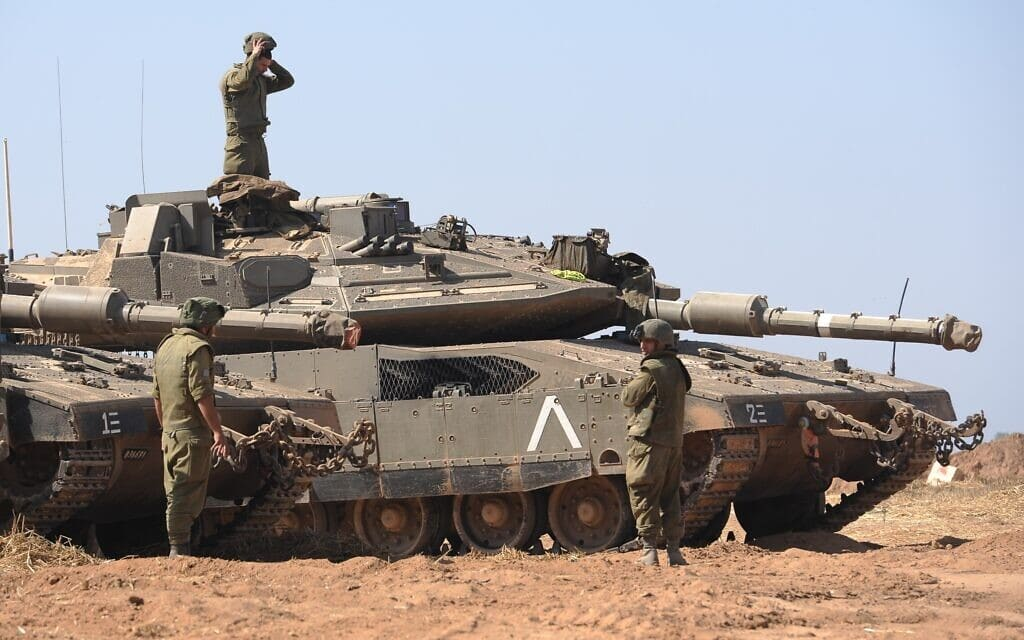 """.כוחות חי""""ר ושריון של צה""""ל פרושים לאורך גבול עזה ב""""שומר החומות"""", 16 במאי 2021 (צילום: Avi Roccah/Flash90)"""
