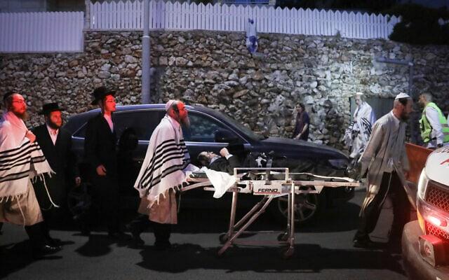 פינוי פצועים בעקבות קריסת הטריבונה בבית כנסת בגבעת זאב, 16 במאי 2021 (צילום: נועם רבקין פנטון/פלאש90)
