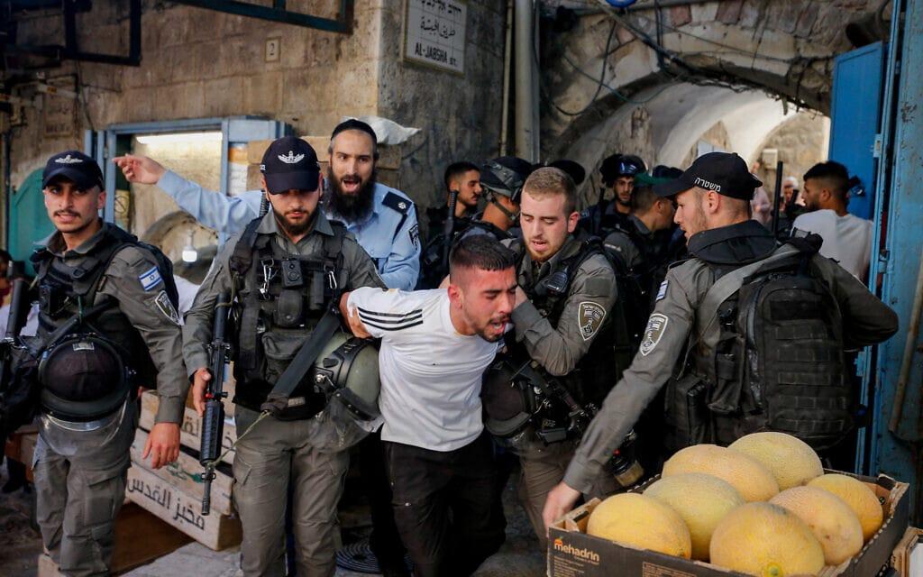 התנגשויות בין מפגינים למשטרה במזרח ירושלים,2021 (צילום: Jamal Awad/Flash90)