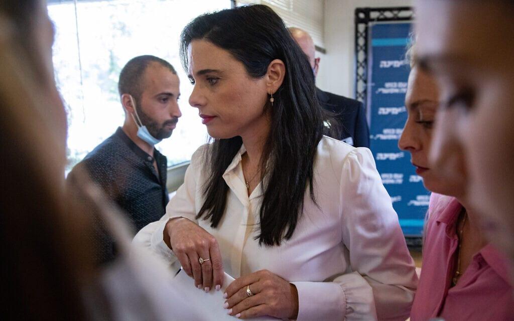 איילת שקד בחדר סיעת ימינה בכנסת, 26 במאי 2021 (צילום: אוליבייה פיטוסי, פלאש 90)