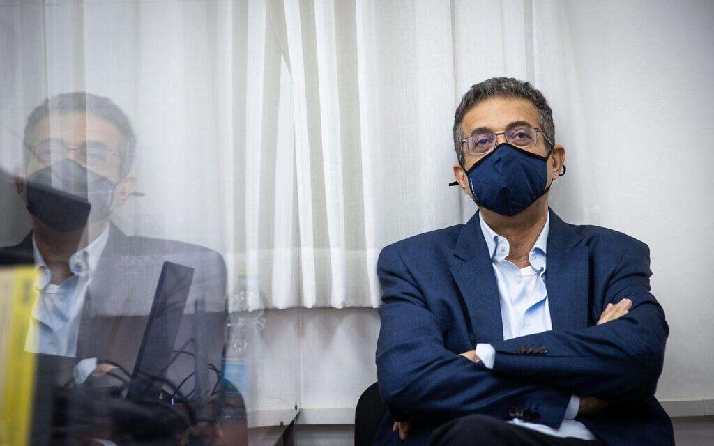 """המנכ""""ל לשעבר של """"וואלה!"""", אילן ישועה, בבית המשפט המחוזי בירושלים, 26 במאי 2021 (צילום: יונתן זינדל, פלאש 90)"""