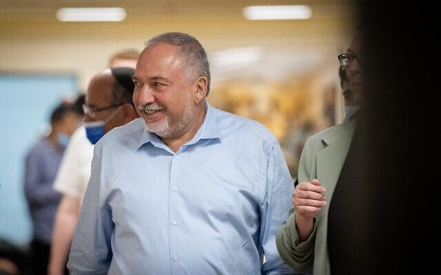 יושב ראש ישראל ביתנו, אביגדור ליברמן, במסדרונות הכנסת, 31 במאי 2021 (צילום: יונתן זינדל, פלאש 90)